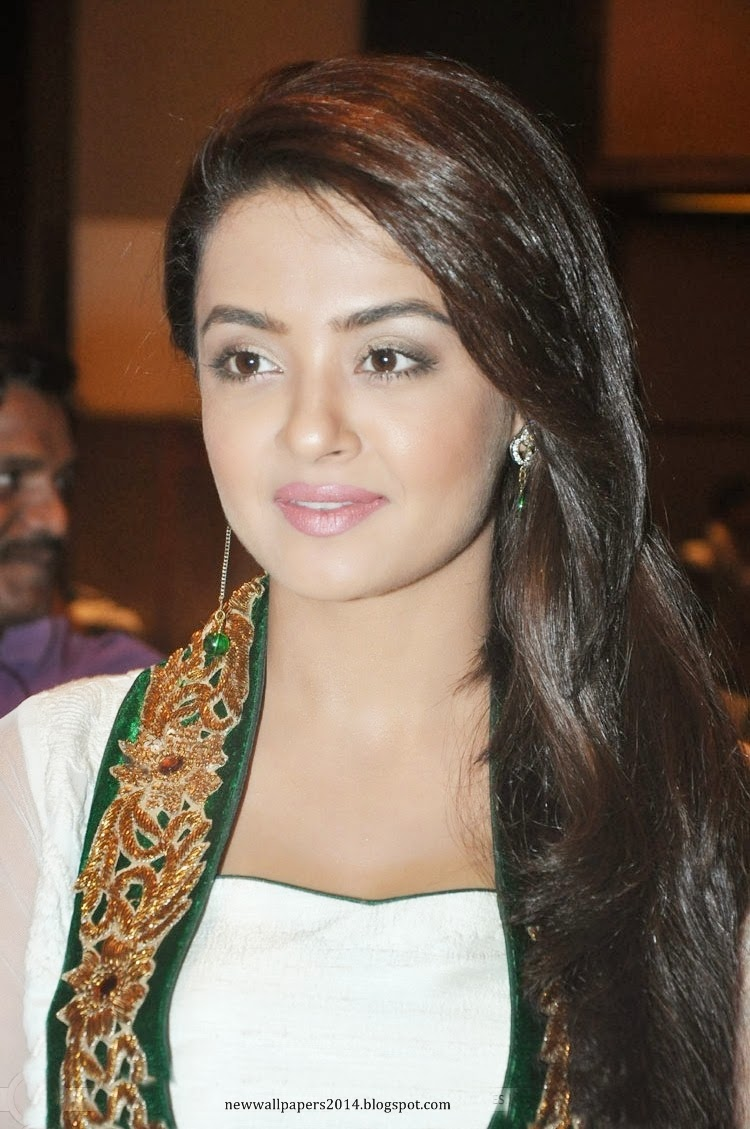 Surveen Chawla Nude Photos 76