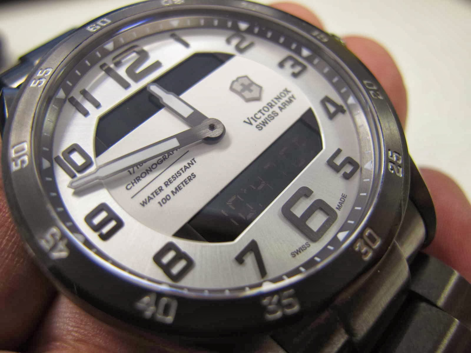 Jam ini diakuisisi dari baru seharga Rp. 12 jt an.. namun ditawarkan..  setengah harga lebih dari itu.... Cocok untuk Anda yang sedang mencari jam  tangan ... 248356fcc8