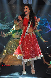 Bollywood Actress Model Sunny Leone Dance Performance in Red Half Saree at Rogue Audio Launch 13 March 2017  0095.jpg