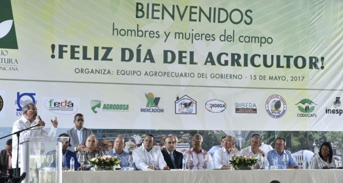Danilo anuncia salario mínimo de RD$35,000 para agrónomos a partir de junio