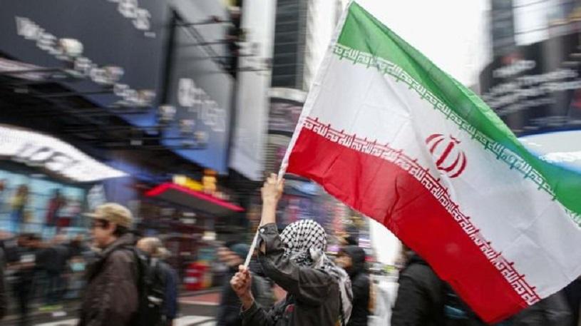 Viral Video Pendemo Iran Tolak Injak Bendera Israel dan Amerika