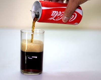 5 Trucos inusuales para hacer con latas de refrescos