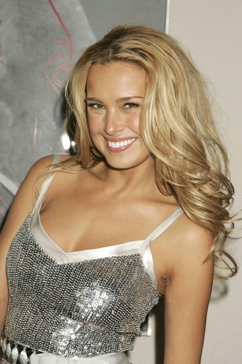 Petra Nemcova Is Sexy in a Shiny Dress! | Hi-tech Online Fashion Gallery