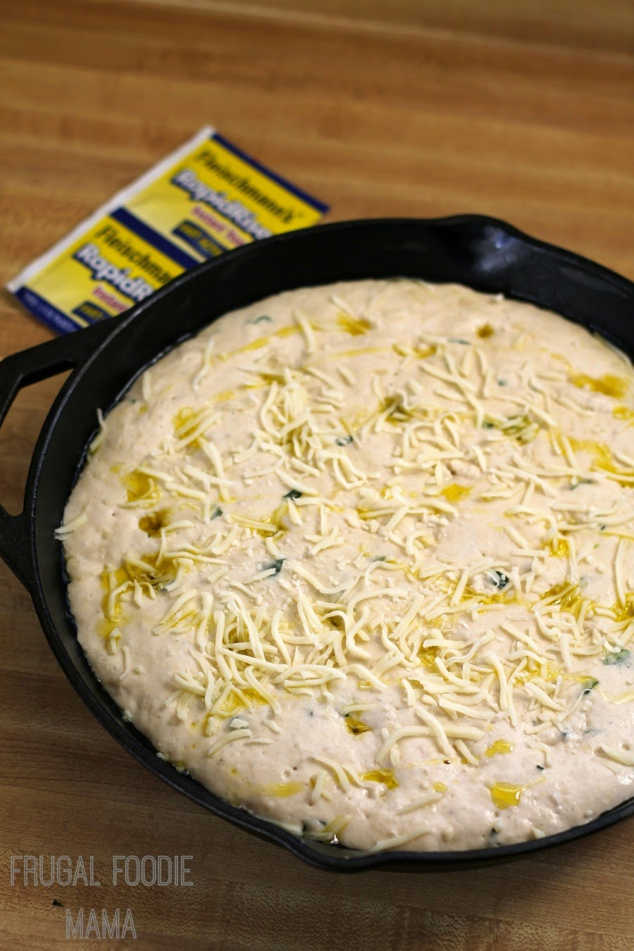Basil, Garlic, & Mozzarella Focaccia- this simple, yet flavorful Italian bread is baked in a cast iron skillet #FleischmannsYeast