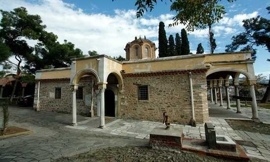 to-vizantino-monastiri-tis-thessalonikis-pou-litourgi-adiakopa-eos-ke-simera