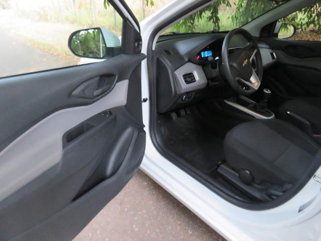 Chevrolet Onix LT 2018 - espaço interno