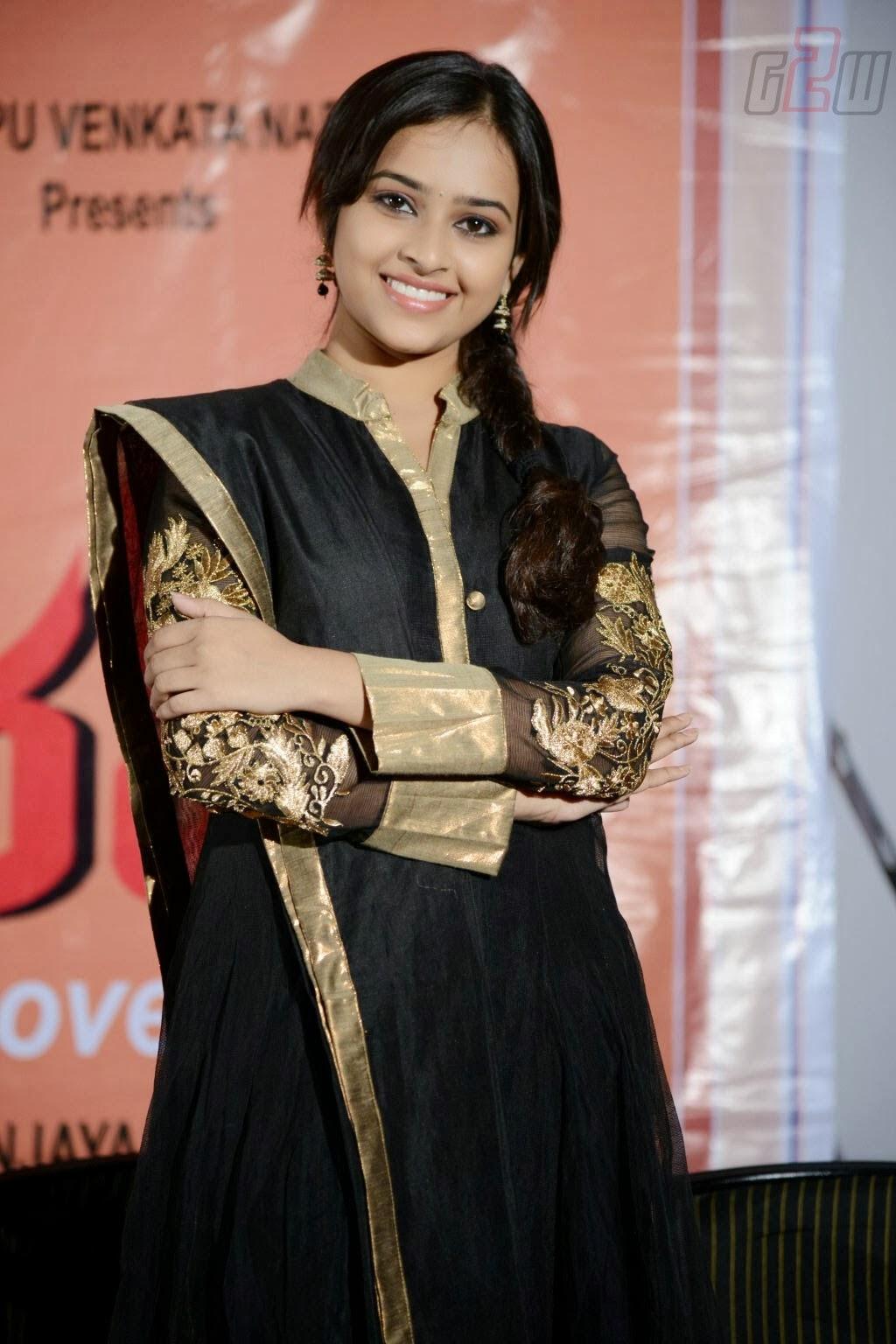 South Actress Sri Divya Latest Photos From Tamil Movie -7077