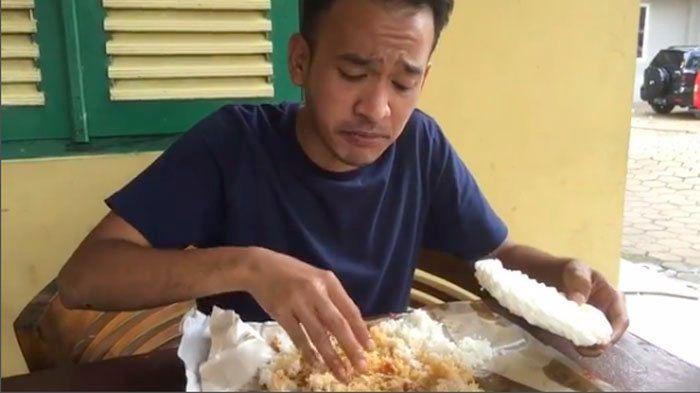 20 Kebiasaan Unik Cara Makan Orang Indonesia yang Tak