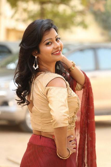 actress traditional wardrobe shubhangi pics