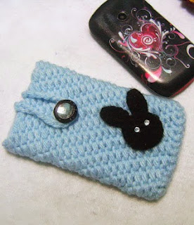 http://www.mazkwok.com/2013/07/crocheting-simple-phone-cozy-no-seam.html
