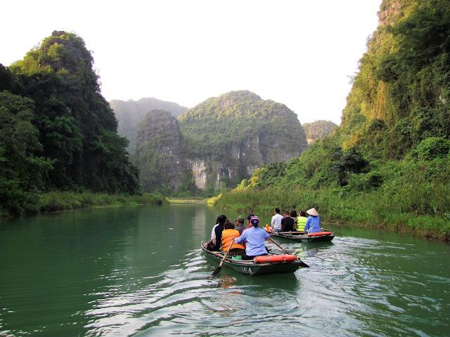 boat tour trang an ninh binh vietnam