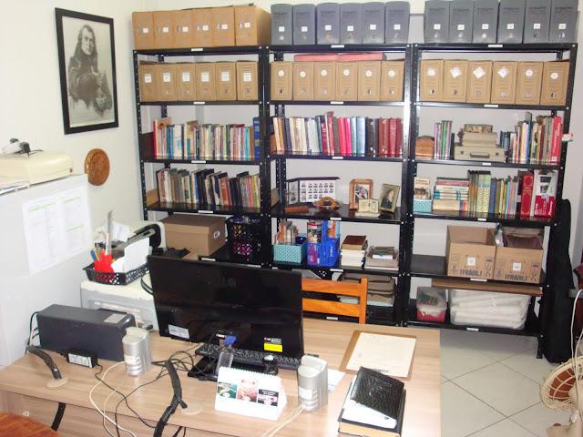 Organizando o escritório do maridão