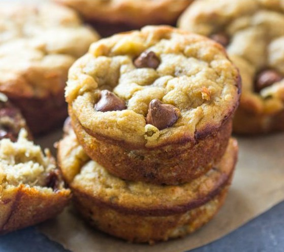 THE BEST PALEO BANANA BREAD MUFFINS (GLUTEN-FREE, LOW-CARB) #Paleo #Muffins