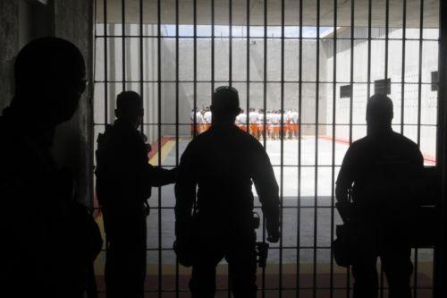 ATAQUES NO CEARÁ: Justiça autoriza a transferência de 21 líderes de facção do Ceará para um presídio federal
