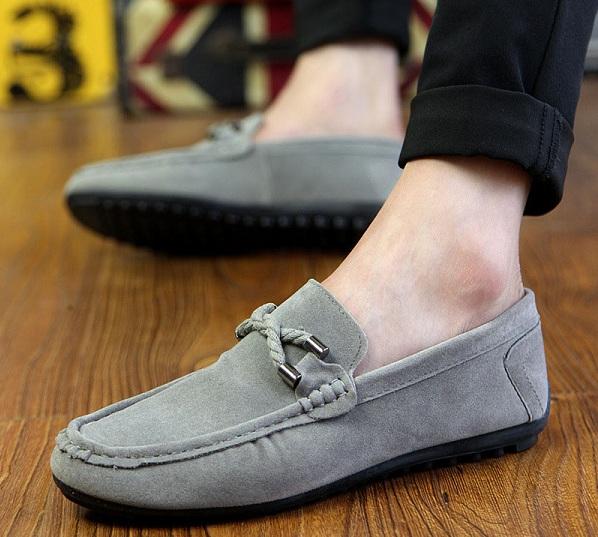 Điều thú vị về giày lười da lộn và cách bảo quản mà bạn chưa biết