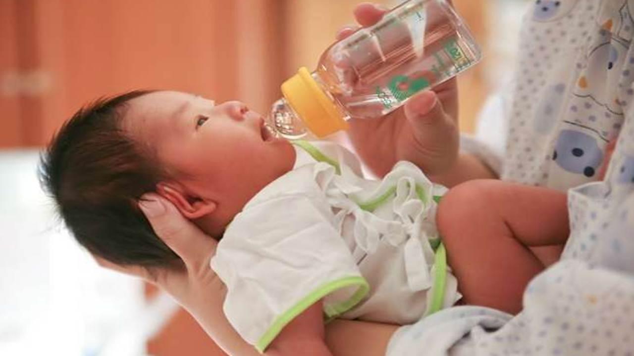 Apakah Bagus Air Gula Untuk Perkembangan Bayi?