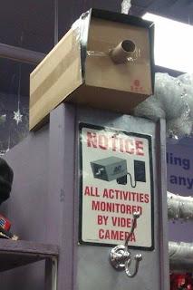 cámara de vigilancia de cartón