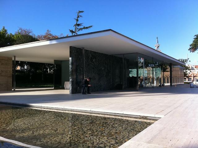 pabellon aleman, pabellon Mies van der rohe, arquitectura moderna barcelona, exposicion universal 1929