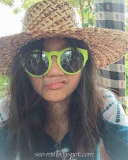 Foto Keren Afifah Ifah'nda Pakai Kacamata dan Topi