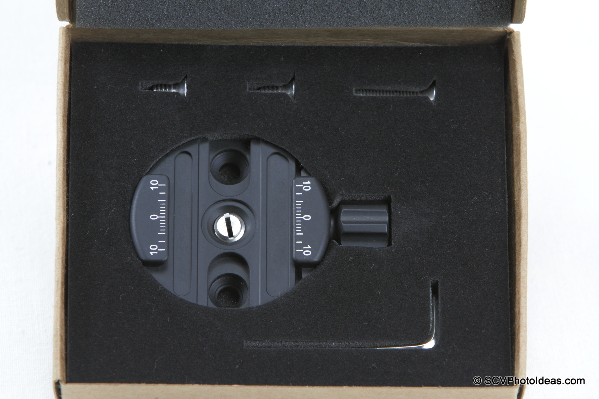 Sunwayfoto DDY-58 Discal QR Clamp in box layout