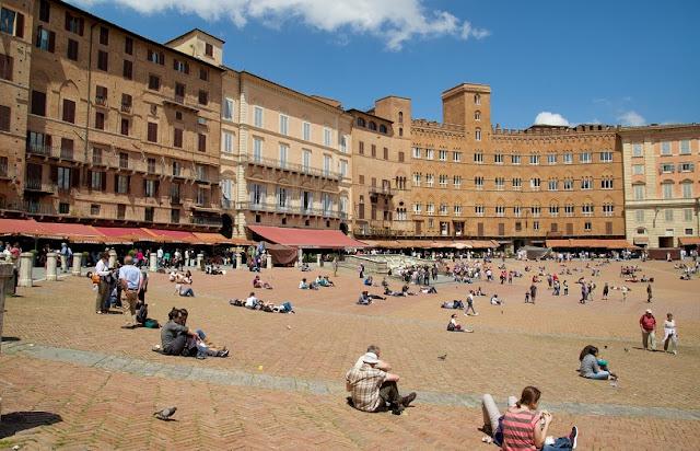 Informações sobre a Piazza del Campo em Siena