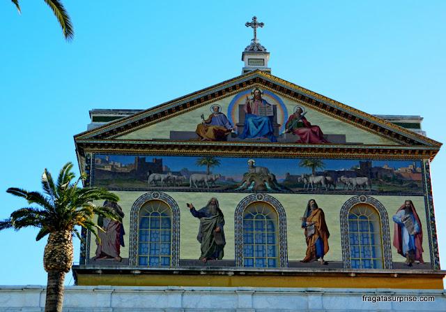 Mosaico da fachada da Basílica de São Paulo Extramuros, em Roma