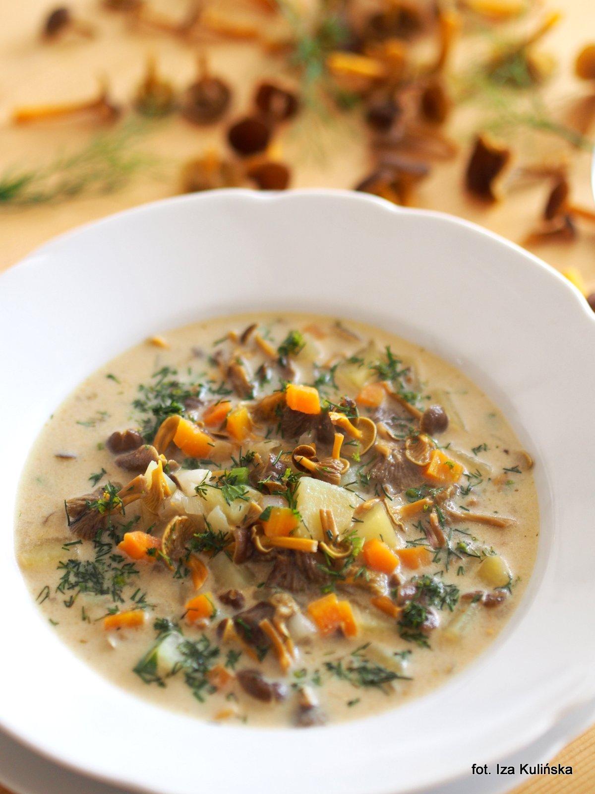 Zupa. Grzyby. Ziemniaki. Kartoflanka - trąbczanka