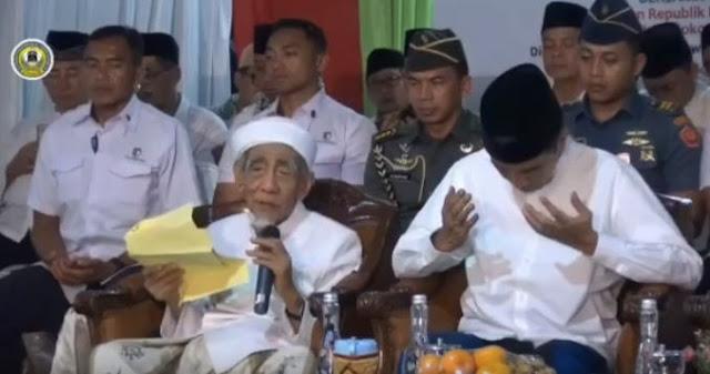 Beredar Video KH Maimun Zubair Doakan Prabowo Di Samping Jokowi