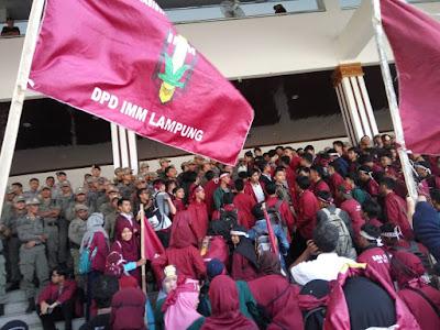 Tak Puas Dengan Kinerja Pemerintah, IMM Lampung Gelar Aksi di Depan Gedung DPRD