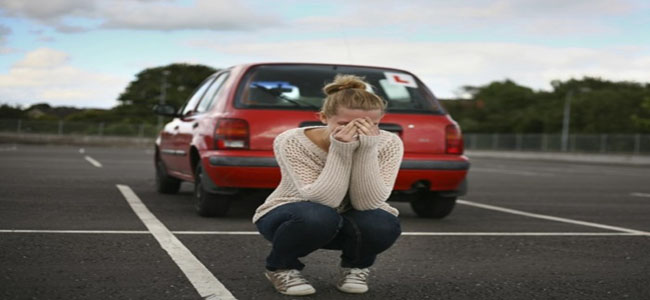 pessoa com medo de dirigir