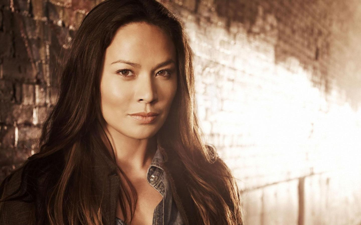 Wallpaper Falling Skies Moon Bloodgood Moon Bloodgood Falling Skies Promos