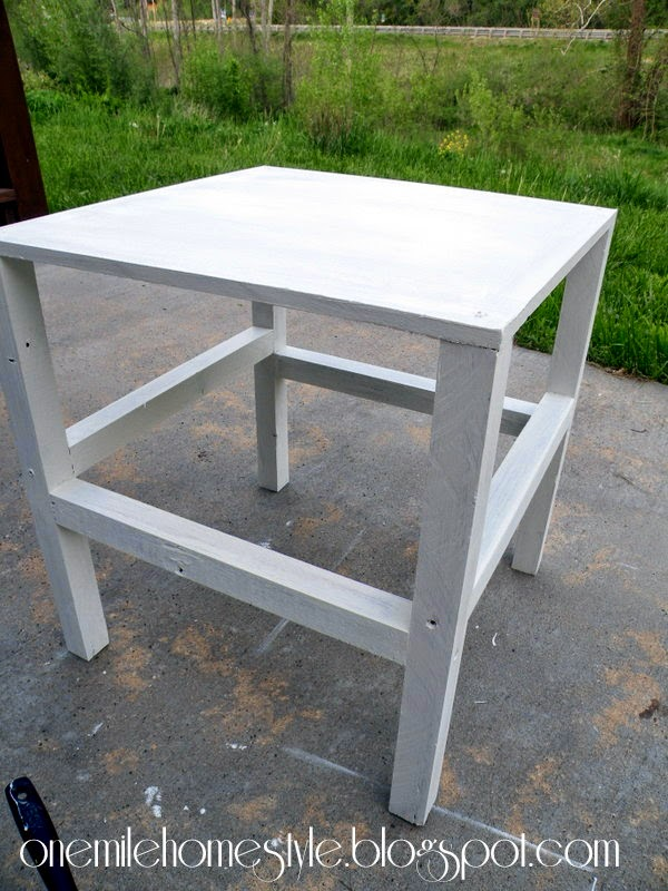 Simple White Outdoor Table - DIY