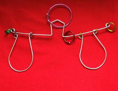 Juego de ingenio de alambre balanza solucion. Metal wire puzzle solutions
