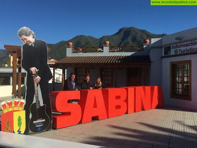Un Sabina de tres metros 'preside' desde hoy la plaza de la Oficina de Turismo de El Paso