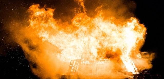 Adulto mayor falleció en incendio que destruyó su hogar 🔥🚒