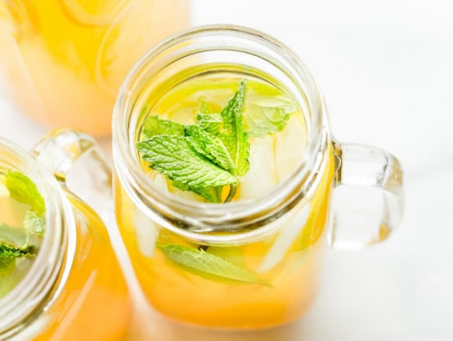 Zingy Turmeric Ginger Lemonade with Mint #freshdrink #summer