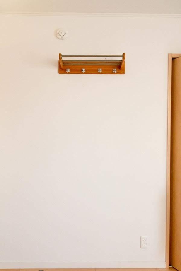 子供部屋の石膏ボードに取り付けた壁掛けフック