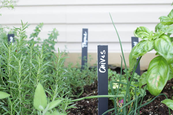 easy garden markers from handmade in the heartland