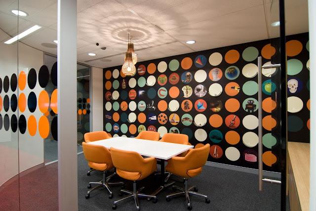 Thiết kế văn phòng làm việc mang lại ấn tượng màu sắc: Nội thất PLAZA 0963.360.360