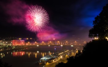 Wallpaper: Fireworks at Klangwolke