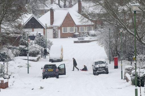 Στους -12°C η Βρετανία – Χάος στις πτήσεις και στους δρόμους
