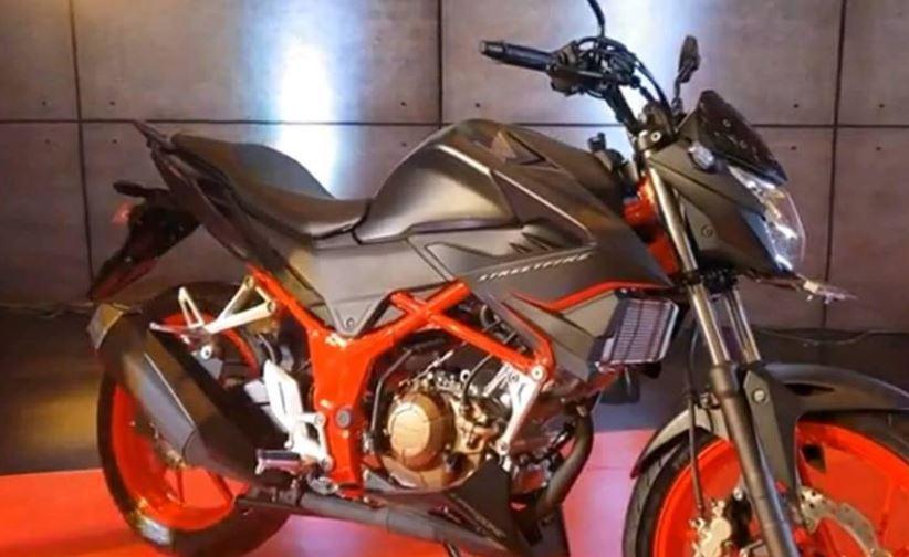 Honda CB150R Facelit keluaran terbaru saat ini dengan tampilan dan warna doff.