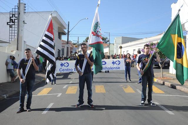 População pinhalense prestigia desfile de 7 de Setembro