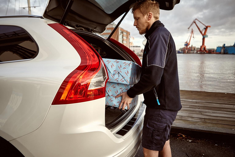 VOLVO IN CAR%2BDELIVERY%2BSERVICE 4 Η Volvo κάνει... delivery στο πόρτ μπαγκάζ σου Idea, Volvo, Volvo Cars