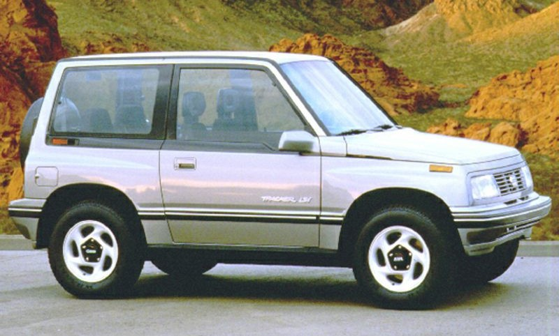 Tracker Otherwise Known As The Suzuki Vitara Among Other Names This Small Suv Started A 2 Door Car But In 1996 Became 4