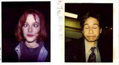 http://4.bp.blogspot.com/-I17pCNiyYmI/WE3U-z-VZEI/AAAAAAAAKYU/wfPT6FOtSB8MVwVnOVfLVSHT7gK23ahoQCK4B/s1600/Continuity-polaroids-of-Gillian-Anderson-and-David-Duchovny-on-the-set-of-The-X-Files1.jpg