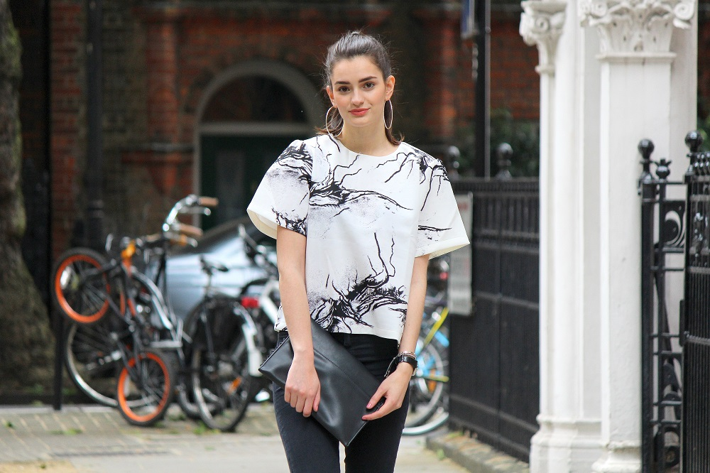 peexo fashion blogger wearing ink print top and clutch