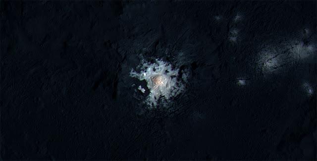 Pontos brilhantes em Ceres-  Cratera Occator - imagem aproximada e melhorada