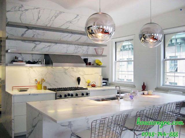 đá màu trắng ốp bếp