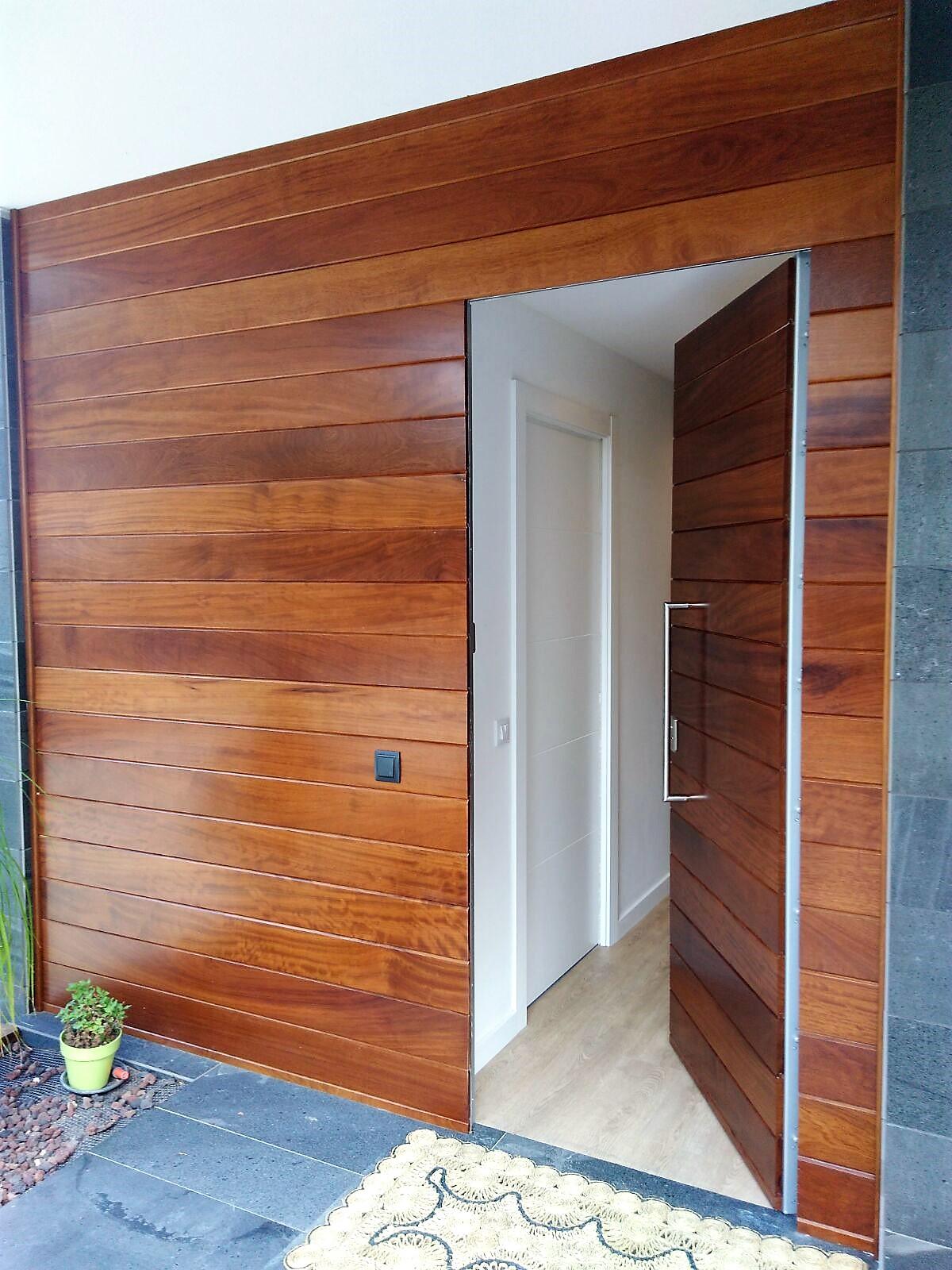 Rc fuster puertas en rub carpinter a for Puertas macizas exterior